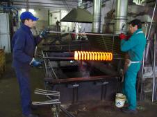Подготовка к отпуску пружины в масляной среде